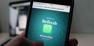 how to refresh whatsapp
